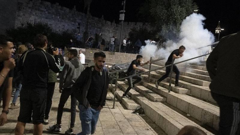 Israel serang Masjid Al Aqsa, 200 orang terluka usai berbuka puasa